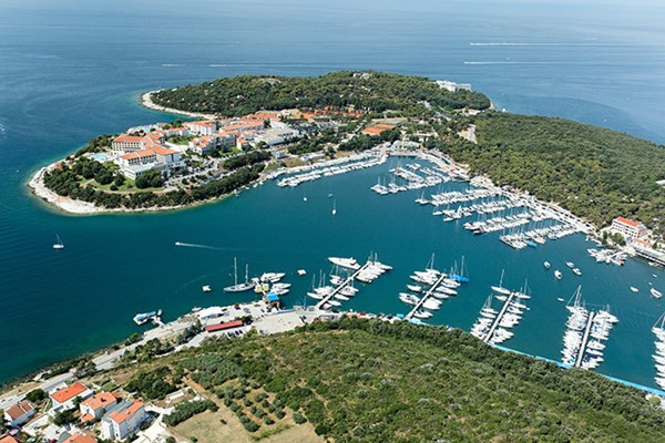 Yacht charter in Pula 1