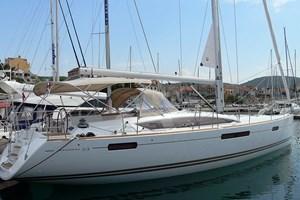 Sailing Boat - Jeanneau 53
