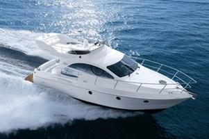 Barco a Motor-Azimut 39 EVO Fly