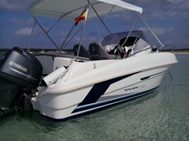 Motorboat-Beneteau Flyer 550 Sun Deck