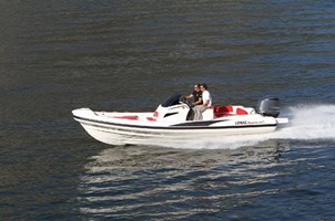 Motorboot-Lomac Adrenalina 7.5
