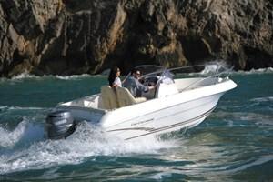 Barco a Motor-Cap Camarat 5.5 CC