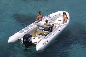 Motorboot-Valiant 750