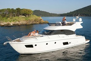 Motorboat - Bavaria Virtess 420 Fly