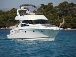 Motorboat - Jeanneau Prestige 440