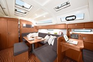 Interior Yachtcharter in Athen 1