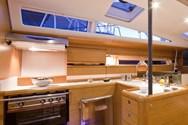 Interior de barco de alquiler en Francia 2
