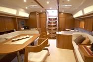 Interior de barco de alquiler en Grado 1