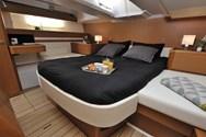 Interior de barco de alquiler en Mykonos 1