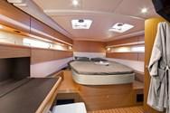 Interior de barco de alquiler en Francia 3