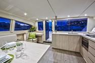 Interior de barco de alquiler en Murter 4