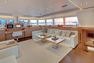 Interior Yachtcharter in Denia 2