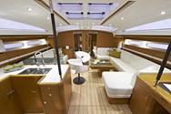 Interior de barco de alquiler en España 1