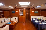 Interior de barco de alquiler en Lavrion 1