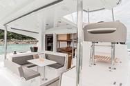 Интерьер яхты на чартере в Санторини 1