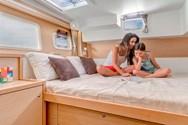 Интерьер яхты на чартере в Санторини 3